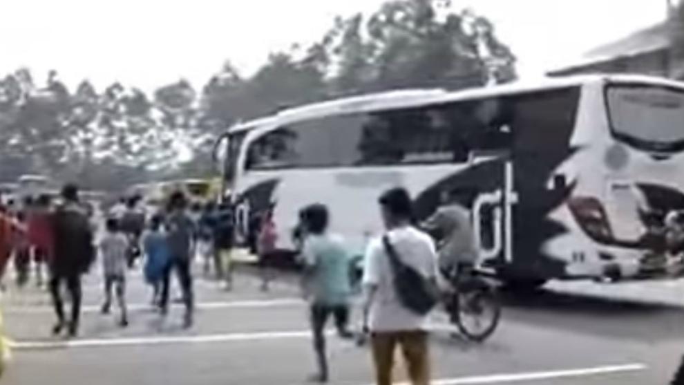 Video: Tren Fenomena Pemburu Klakson Bus 'Telolet'